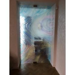 Стеклянные декоративные двери